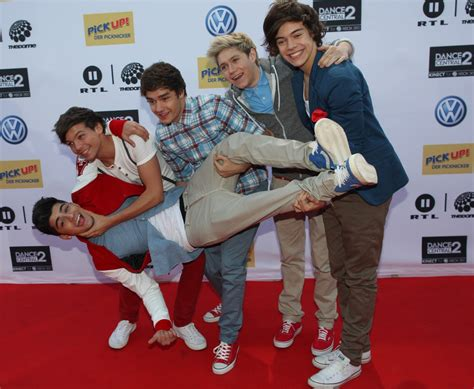 one direction rug one direction picture 17 the dome 60 carpet arrivals