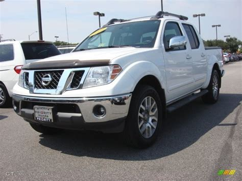 white nissan frontier 2010 avalanche white nissan frontier le crew cab 4x4