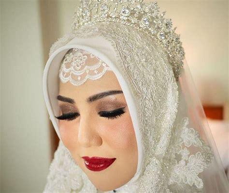 tutorial hijab pengantin pakai mahkota 15 inspirasi pengantin hijab memakai mahkota cantik dan