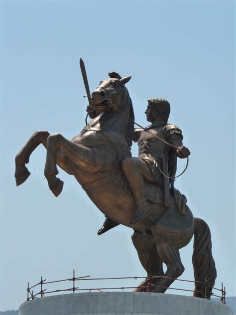 file guerrero a caballo skopie file warrior on horseback skopje jpg wikimedia commons