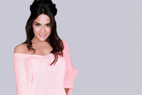 richa chadda foto beautiful richa chadda hd wallpaper all 4u stars wallpaper