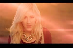 ellie goulding mp burn skull ellie goulding lets it burn in new video watch billboard