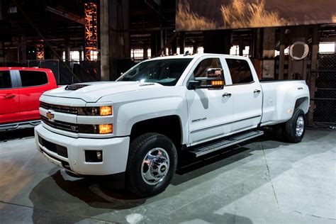New 2018 Chevy Silverado Colors by 2017 Silverado Hd Gets New Diesel Engine New Colors And