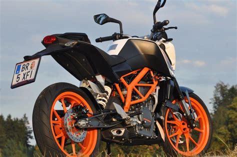Ab Welchem Alter Darf Man Motorrad Fahren Schweiz by Ktm Duke 390 Testbericht Autos Weblog