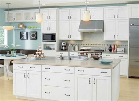 White Kitchen Furniture by White Cabinetry Is Still The Color Of Choice