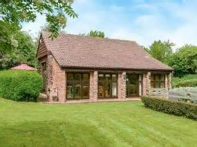 Cottages In Somerset With Dogs by Friendly Cottages Taunton Oak Tree Barn Somerset With Pets