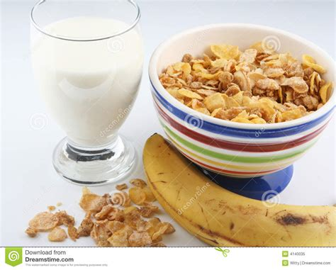 Ejuice Matjan Breakfast Berry Cereal Milk cereal and milk stock image image of porcelain meal 4140035