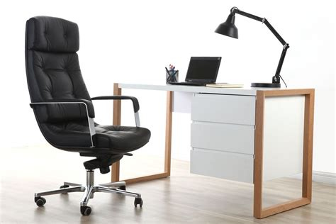 cuir bureau fauteuil de bureau cuir noir adagio cuir de buffle miliboo