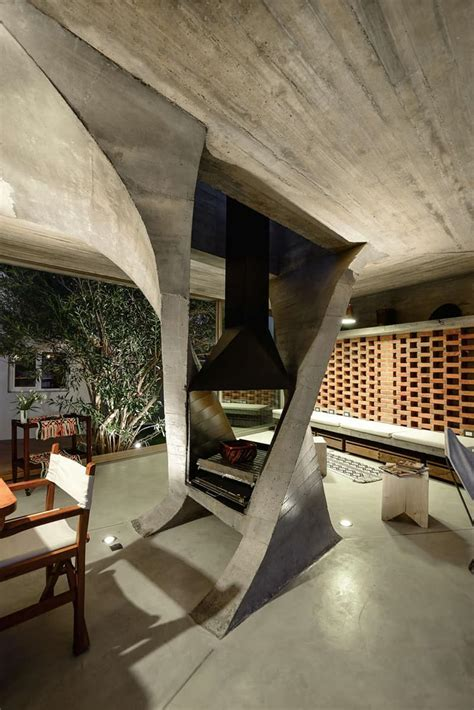 Sculptural Twisted Concrete Columns Shaping a Modern