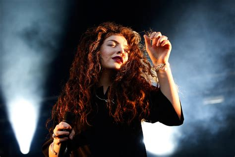 theme song hunger games lorde lorde to curate release new single for new hunger games