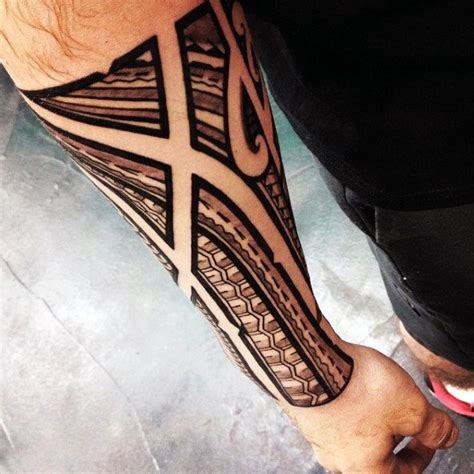 mens polynesian negative space traditional tribal forearm