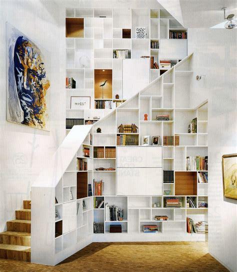 lade sospese moderne l escalier est aussi un espace de rangement floriane