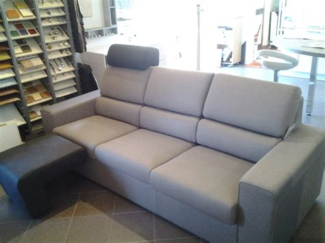 poggiapiedi divano divano 3 posti con poggiatesta e poggiapiedi divani a