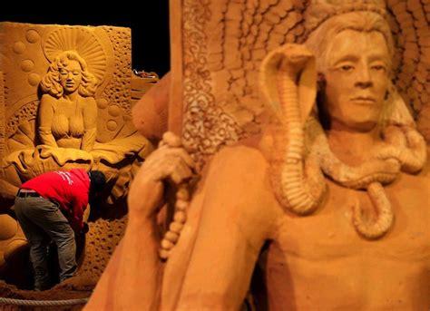 film fiksi dewa berbagi gratis kerennya festival patung pasir terbesar