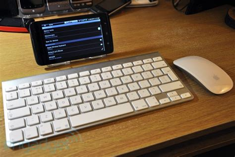 dell streak gets cozy with bluetooth keyboard and mouse