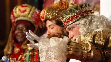 fotos reyes magos reales los reyes magos llegar 225 n a clm cargados de caramelos y