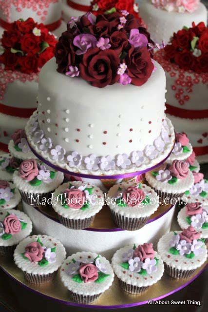 3 Wilayah Maroon mad about cake wedding cakes