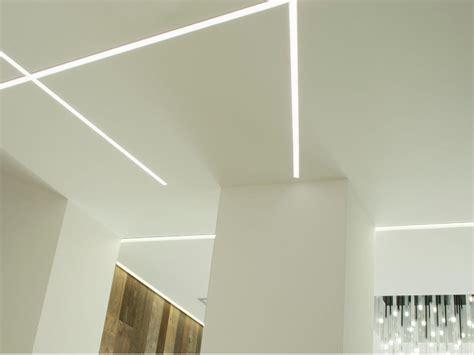 striscia led soffitto controsoffitto con strisce led pannelli led soffitto