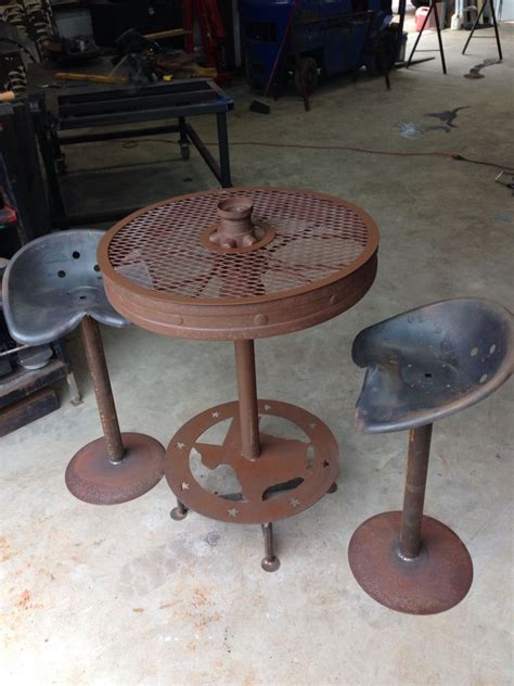 Wagon Wheel Bar Stools by Wagon Wheel Table With Tractor Seat Stools Ratrod