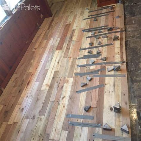 pallet wood floors two ways 1001 pallets