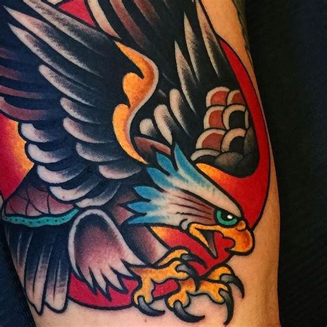 traditional tattoo eagle meaning de 25 bedste id 233 er inden for traditional tattoo sleeves