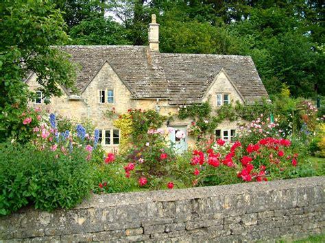 Cottages In Bibury by Quaint Bibury Cotswold Cottage Cotswolds
