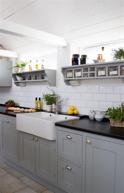 dark grey shaker cabinets frillen in concrete grey sola kitchens sola kitchens