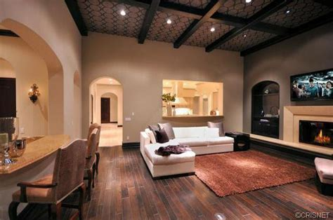 justin bieber living room justin bieber buys 6 5 mil home for 18th birthday starmap