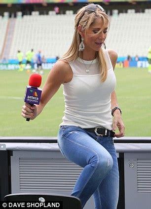 Sepatu Santai Fox presenter cantik tebar pesona di piala dunia sportanews