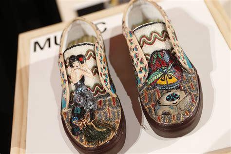 design vans com students design van shoes for their high school s art