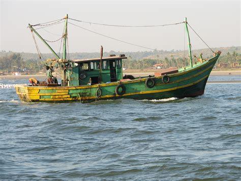images of fishing boat file fishing boat goa india jpg