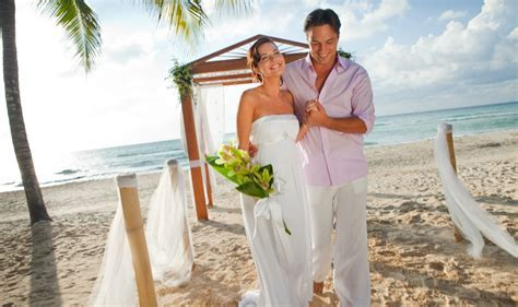 Couples Swept Away   Modern Vacations