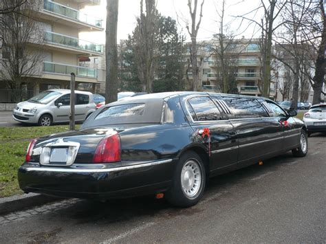 Limousine Town Car by Lincoln Town Car Royale Executive Series Limousine Vroom