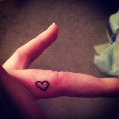tattoo finger heart 59 attractive heart tattoos on fingers