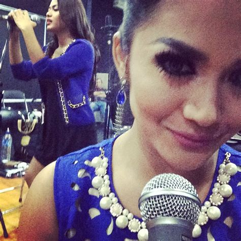 Mukena Krisdayanti Biru 1 aurel siap dingi krisdayanti di konser malaysia kapanlagi