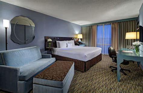 chicago hotel rooms crowne plaza hotel chicago o hare 2017 room prices deals reviews expedia