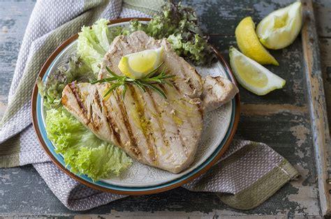 come cucinare il tonno fresco alla piastra ricetta tonno alla piastra agrodolce