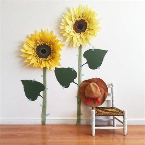 How To Make Sunflowers Out Of Tissue Paper - 25 best ideas about paper sunflowers on