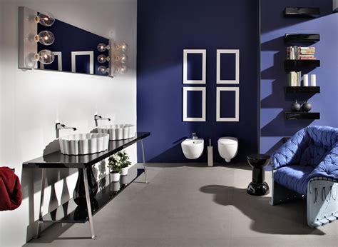 lo illuminazione idee per illuminare lo specchio bagno con lade e