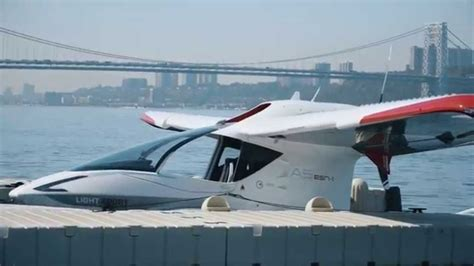 electric boat icon flying the seaplane of the future the icon a5 youtube