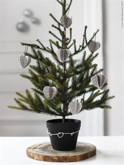 Mini Decorated Trees by Designing Home 10 Simple Accent Trees For
