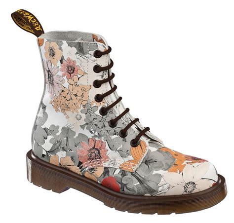 flower pattern doc martens 35 best dr martens floral boots images on pinterest