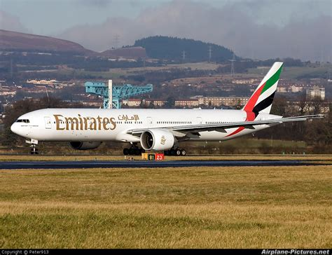 emirates glasgow to dubai a6 ebd emirates airlines boeing 777 300er at glasgow