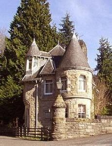 small houses that look like castles tiny castle unique buildings pinterest storybook