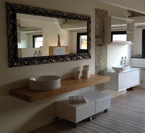 specchi grandi con cornice specchio su misura con cornice in legno complementi a