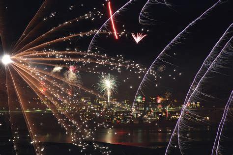 kostenloses foto neujahr feuerwerk gl 252 cklich
