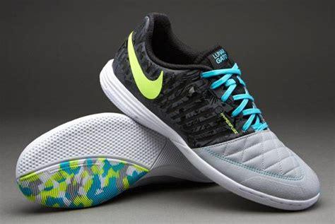 10 merk sepatu futsal yang bagus dan terlaris saat ini
