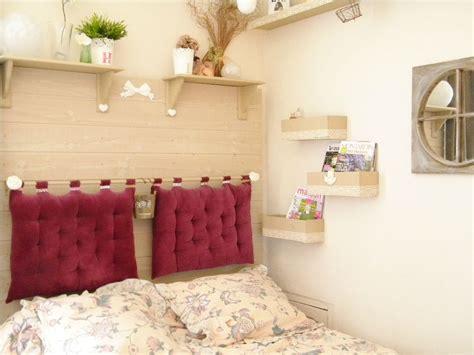 tete de lit avec tringle et coussins barreau meuble pied