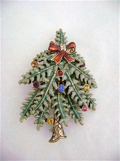 avon 2004 1st annual christmas tree pin from