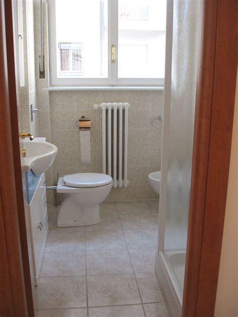 montaggio piastrelle bagno ristrutturazione bagno posa delle piastrelle e dei sanitari